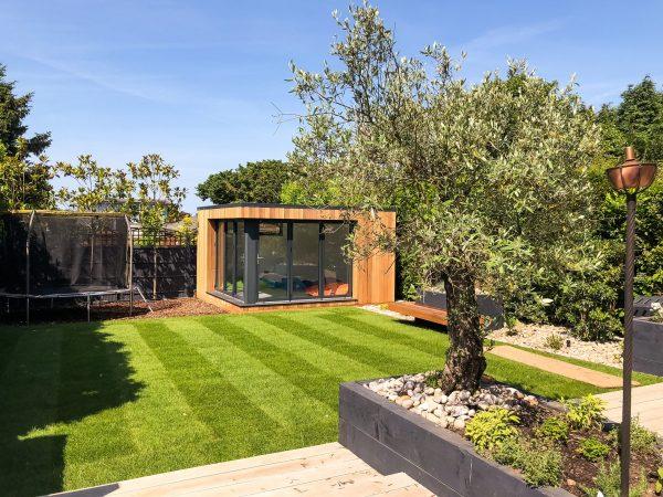 A Vivid Green garden office –Space for work