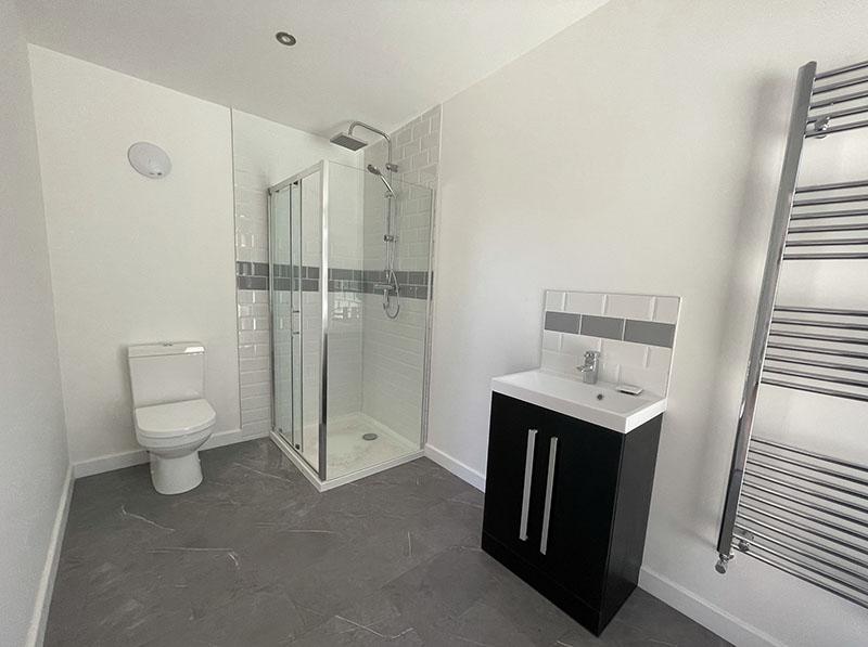 pool studio bathroom1